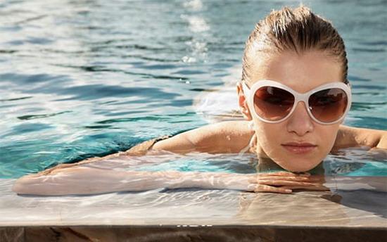 Làm sao để đi bơi mà không bị sạm đen?