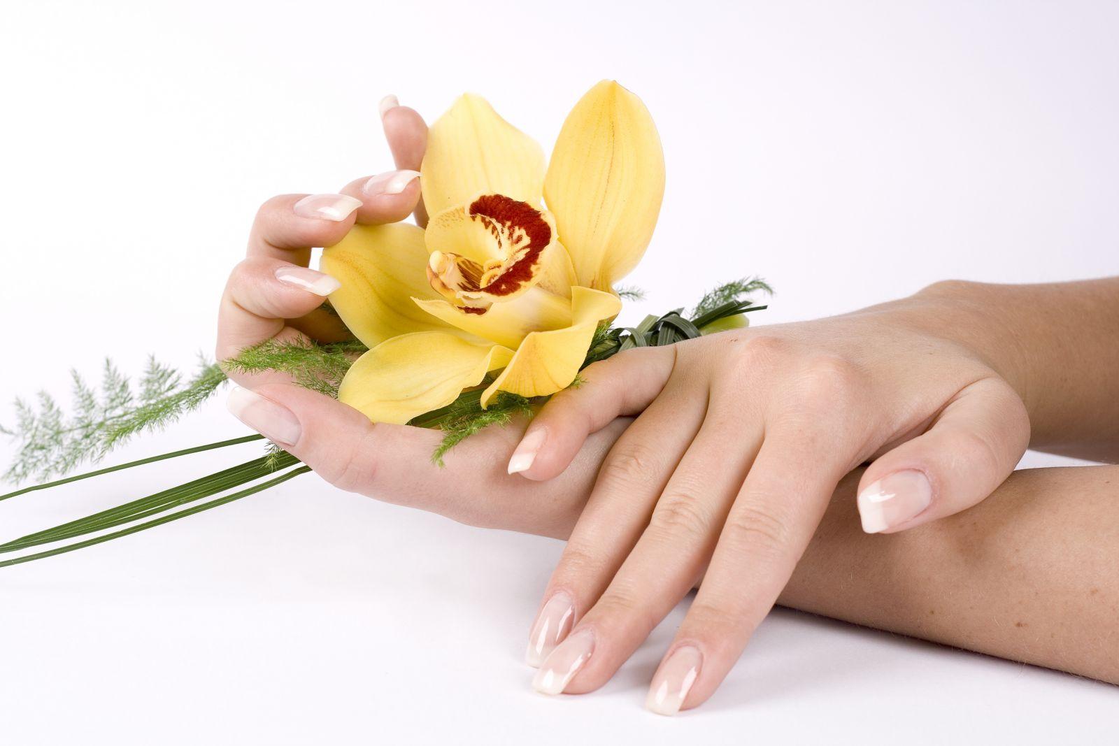Bí quyết mịn đẹp đôi bàn tay với 4 bước cơ bản