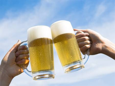 Các loại nước uống có chứa chất kích thích là nguyên nhân hàng đầu gây ra mụn