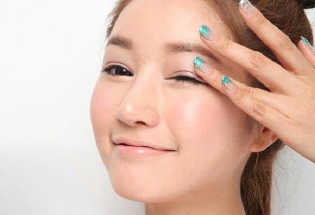 Những bí kíp giúp bạn chăm sóc da vùng mắt