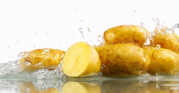 3 cách trị mụn bằng khoai tây hiệu quả cho mọi loại da