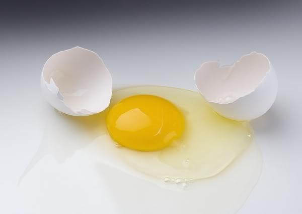 Lòng trắng trứng gà có tác dụng gì mà hầu hết mọi cô gái lại thích mê đến thế?