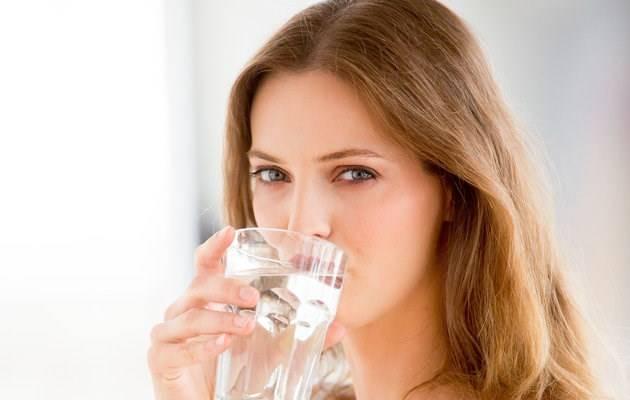 Uống nước mỗi ngày cho da tươi trẻ